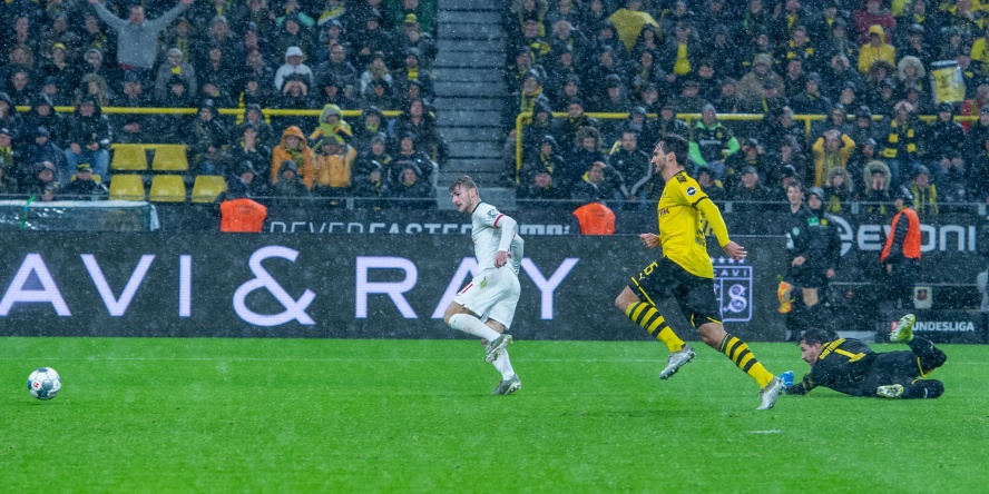 Timo Werner (l.) gelangen gegen den BVB zwei Treffer.