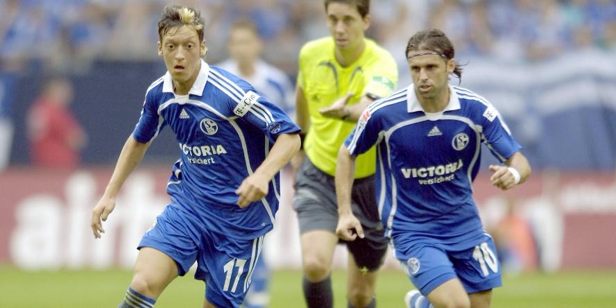 Lincoln (r.) und M;esut Özil wirbelten einst gemeinsam beim FC Schalke.
