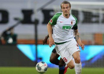Für den FC Augsburg am Ball: Tin Jedvaj