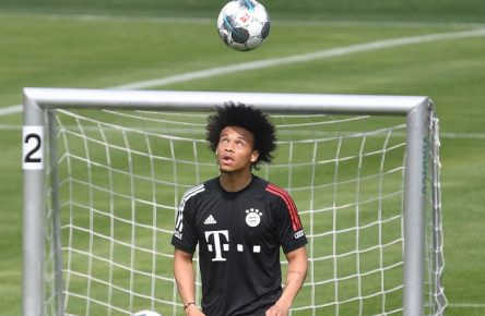 Sport Bilder des Tages Neuzugang Leroy SANE Bayern Muenchen am Ball, Aktion,Einzelbild,angeschnittenes Einzelmotiv,Halbfigur,halbe Figur. Individualtraining. FC Bayern Muenchen Training Training an der Saebener Strasse. Fussball 1. Bundesliga,Saison 2019/2020, am 15.07.2020 *** Newcomer Leroy SANE Bayern Muenchen on the ball, action,single picture,cut single motif,half figure,half figure Individual training FC Bayern Muenchen Training Training at Saebener Strasse Football 1 Bundesliga,season 2019 2020, on 15 07 2020