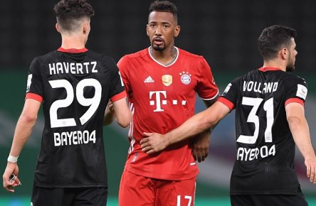 DFB-Pokal Finale: Bayern Muenchen - Bayer Leverkusen, 04.07.2020 Jubel, bejubelt, jubeln, Freude, Emotion, bejubeln, jubelt, freuen, Freude, Emotionen, emotional: Die Mannschaft des FC Bayern Muenchen ist Pokalsieger 2020: Jerome Boateng FCB/m zusammen mit Kai Havertz Leverkusen/l. und Kevin Volland Leverkusen/r. Fussball: DFB-Pokal: Saison 19/20: Finale: Bayern Muenchen - Bayer Leverkusen, 04.07.2020 Foto: Marvin Ibo Güngör/GES/POOL Berlin BE Deutschland POOL DFL REGULATIONS PROHIBIT ANY USE OF PHOTOGRAPHS as IMAGE SEQUENCES and or QUASI-VIDEO. EDITORIAL USE ONLY *** DFB Pokal Finale Bayern Muenchen Bayer Leverkusen, 04 07 2020 Cheers, jubilation, joy, emotion, cheer, joy, emotions, emotional The team of FC Bayern Muenchen is Cup Winner 2020 Jerome Boateng FCB m together with Kai Havertz Leverkusen l and Kevin Volland Leverkusen r Sport Football DFB Cup Season 19 20 Final Bayern Muenchen Bayer Leverkusen, 04 07 2020 Photo Marvin Ibo Güngör GES POOL Berlin BE Germany Poolfoto Marvin Ibo Güngör/GES/POOL ,EDITORIAL USE ONLY