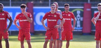 Florian Wirtz (M.), Exequiel Palacios (3.v.l.) oder Charles Aranguiz (ganz rechts verdenkt):Bayer Leverkusen hat im Mittelfeld eine enorme Qualität zu bieten.