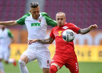 Jeffrey Gouweleeuw vom FC Augsburg
