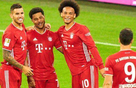Football Munich - Schalke, Munich Sept 18, 2020. Leroy SANE, FCB 10 prepares 4-0 Serge GNABRY, FCB 22 celebrates his goal, happy, laugh, celebration, Lucas HERNANDEZ FCB 21 Robert LEWANDOWSKI, FCB 9 FC BAYERN MUENCHEN - FC SCHALKE 04 - DFL REGULATIONS PROHIBIT ANY USE OF PHOTOGRAPHS as IMAGE SEQUENCES and/or QUASI-VIDEO - 1.German Soccer League , Munich, September 18, 2020. Season 2020/2021, match day 01, FCB, München, Munich