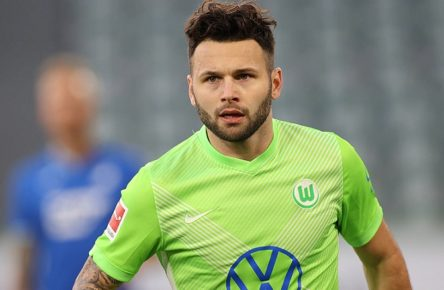 Renato Steffen VfL Wolfsburg, Torjubel 1-0 DFL REGULATIONS PROHIBIT ANY USE OF PHOTOGRAPHS AS IMAGE SEQUENCES AND/OR QUASI-VIDEO. *** Renato Steffen VfL Wolfsburg , goal celebration 1 0 DFL REGULATIONS PROHIBIT ANY USE OF PHOTOGRAPHS AS IMAGE SEQUENCES AND OR QUASI VIDEO