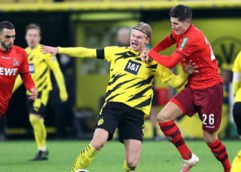 Kölns Cestic im Zweikampf mit BVB-Star Haaland