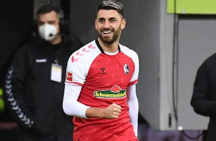 20.12.2020, xjhx, Fussball 1.Bundesliga, SC Freiburg - Hertha BSC Berlin emspor, v.l. Vincenzo Grifo SC Freiburg celebrate the goal, Der Torjubel zum 1:0 DFL/DFB REGULATIONS PROHIBIT ANY USE OF PHOTOGRAPHS as IMAGE SEQUENCES and/or QUASI-VIDEO Freiburg *** 20 12 2020, xjhx, Fussball 1 Bundesliga, SC Freiburg Hertha BSC Berlin emspor, v l Vincenzo Grifo SC Freiburg celebrate the goal, Der Torjubel zum 1 0 DFL DFB REGULATIONS PROHIBIT ANY USE OF PHOTOGRAPHS as IMAGE SEQUENCES and or QUASI VIDEO Freiburg