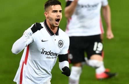 Andre Silva Frankfurt, jubelt nach seinem Tor zum 2:1 1. FC Union Berlin - Eintracht Frankfurt 1.Bundesliga 2020/2021, Saison 2020/2021, Fußball, Fussball, DFL, soccer, Herren, Deutschland, Germany, Berlin, 28.11.2020 Stadion Alte Foersterei, Stadion Alte Försterei *** Andre Silva Frankfurt , cheers after his goal for 2 1 1 FC Union Berlin Eintracht Frankfurt 1 Bundesliga 2020 2021, season 2020 2021, football, soccer, soccer, men, Germany, Germany, Berlin, 28 11 2020 Stadion Alte Foersterei, Stadion Alte Försterei