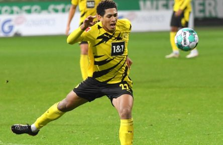 Jude Bellingham Borussia Dortmund 15.12.2020, Fussball GER, Saison 2020 2021, 1. Bundesliga, 12. Spieltag, SV Werder Bremen - Borussia Dortmund 1:2, , Foto: TEAM2sportphoto ***DFL regulations prohibit any use of photographs as image sequences and/or quasi-video.*** Bremen Bremen Deutschland *** Jude Bellingham Borussia Dortmund 15 12 2020, Football GER, Season 2020 2021, 1 Bundesliga, Matchday 12, SV Werder Bremen Borussia Dortmund 1 2, , Foto TEAM2sportphoto DFL regulations prohibit any use of photographs as image sequences and or quasi video Bremen Bremen Germany Team2