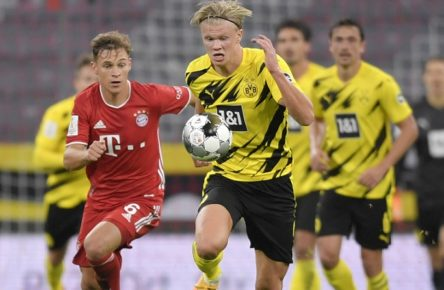 30.09.2020, Fussball Supercup: FC Bayern - Borussia Dortmund 30.09.2020, Fussball DFL-Supercup 2020, FC Bayern München - Borussia Dortmund, in der Allianz-Arena München. v.li: Joshua Kimmich FC Bayern München gegen Erling Haaland Dortmund. Foto: Bernd Feil/M.i.S./Pool Nur für journalistische Zwecke Only for editorial use Gemäß den Vorgaben der DFL Deutsche Fußball Liga ist es untersagt, in dem Stadion und/oder vom Spiel angefertigte Fotoaufnahmen in Form von Sequenzbildern und/oder videoähnlichen Fotostrecken zu verwerten bzw. verwerten zu lassen. DFL regulations prohibit any use of photographs as image sequences and/or quasi-video. National and international NewsAgencies OUT. München Bayern Deutschland *** 30 09 2020, Fussball Supercup FC Bayern Borussia Dortmund 30 09 2020, Fussball DFL Supercup 2020, FC Bayern München Borussia Dortmund, in the Allianz Arena Munich from left Joshua Kimmich FC Bayern München against Erling Haaland Dortmund Photo Bernd Feil M i S Pool Only for journalistic purposes Only for editorial use According to the regulations of the DFL Deutsche Fußball Liga it is prohibited to use or have used photographs taken in the stadium and/or of the match in the form of sequence images and/or video-like photo sequences DFL regulations prohibit any use of photographs as image sequences and or quasi video National and international NewsAgencies OUT Munich Bavaria Germany Poolfoto ,EDITORIAL USE ONLY