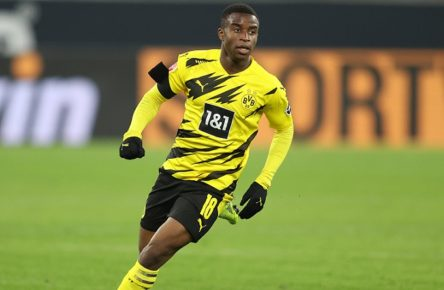 Fussball 1. Bundesliga / Borussia Dortmund - 1. FC Koeln 1:2 Youssoufa MOUKOKO DO ., ganze Figur, Ganzfigur, Ganzkoerper, Fussball 1. Bundesliga Saison 2020/2021, 9.Spieltag, Spieltag09, Borussia Dortmund - 1. FC Koeln 1:2 - am 28.11.2020 im Signal-Iduna-Park in Dortmund Foto: Juergen Fromme - Firo Sportphoto - POOL VIA FOTOAGENTUR SVEN SIMON DFL REGULATIONS PROHIBIT ANY USE OF PHOTOGRAPHS AS IMAGE SEQUENCES AND/OR QUASI-VIDEO.EDITORIAL USE ONLY. Nur fuer journalistische Zwecke Dortmund Signal-Iduna-Park NRW Deutschland *** Soccer 1 Bundesliga Borussia Dortmund 1 FC Koeln 1 2 Youssoufa MOUKOKO DO , whole figure, whole body, whole figure, whole body, soccer 1 Bundesliga season 2020 2021, 9 matchday, matchday09, Borussia Dortmund 1 FC Koeln 1 2 am 28 11 2020 at Signal Iduna Park in Dortmund Foto Juergen Fromme Firo Sportphoto POOL VIA FOTOAGENTUR SVEN SIMON DFL REGULATIONS PROHIBIT ANY USE OF PHOTOGRAPHS AS IMAGE SEQUENCES AND OR QUASI VIDEO EDITORIAL USE ONLY For journalistic purposes only  Dortmund Signal Iduna Park NRW Germany Poolfoto SVEN SIMON - Juergen Fromme - Fi ,EDITORIAL USE ONLY