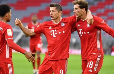 Torjubel Robert LEWANDOWSKI Mitte,Bayern Muenchen mit Leon GORETZKA re,Bayern Muenchen und Serge GNABRY FC Bayern Muenchen. Jubel,Freude,Begeisterung, Aktion. Fussball 1. Bundesliga Saison 2020/2021,3.Spieltag,Spieltag03, FC Bayern Muenchen M-Hertha BSC Berlin B 4-3, am 04.10.2020 A L L I A N Z ARENA, DFL REGULATIONS PROHIBIT ANY USE OF PHOTOGRAPHS AS IMAGE SEQUENCES AND/OR QUASI-VIDEO.EDITORIAL USE ONLY. *** Goal celebration Robert LEWANDOWSKI Mitte,Bayern Muenchen with Leon GORETZKA re,Bayern Muenchen and Serge GNABRY FC Bayern Muenchen Jubilee,joy,enthusiasm,action football 1 Bundesliga season 2020 2021,3 matchday,Matchday03, FC Bayern Munich M Hertha BSC Berlin B 4 3, on 04 10 2020 A L L I A N Z ARENA, DFL REGULATIONS PROHIBIT ANY USE OF PHOTOGRAPHS AS IMAGE SEQUENCES AND OR QUASI VIDEO EDITORIAL USE ONLY