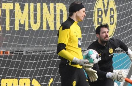 Verdrängt Roman Bürki (r.) seinen Konkurrenten Marwin Hitz (l.) wieder aus dem Tor von Borussia Dortmund?