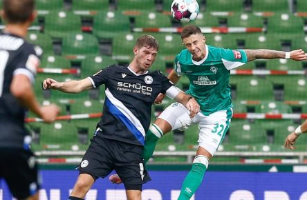 03.10.2020, xtgx, Fussball 1. Bundesliga, SV Werder Bremen - Arminia Bielefeld emspor, v.l. Fabian Klos Bielefeld, 9, Marco Friedl Werder Bremen, 32 Zweikampf, Duell, Kampf, tackle DFL/DFB REGULATIONS PROHIBIT ANY USE OF PHOTOGRAPHS as IMAGE SEQUENCES and/or QUASI-VIDEO Bremen *** 03 10 2020, xtgx, Fussball 1 Bundesliga, SV Werder Bremen Arminia Bielefeld emspor, v l Fabian Klos Bielefeld, 9 , Marco Friedl Werder Bremen, 32 Duel, fight, tackle DFL DFB REGULATIONS PROHIBIT ANY USE OF PHOTOGRAPHS as IMAGE SEQUENCES and or QUASI VIDEO Bremen
