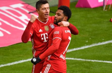 Fussball 1. Bundesliga/ FC Bayern Muenchen-VFB Stuttgart 4-0 Torjubel Robert LEWANDOWSKI Bayern Muenchen nach Tor zum 1-0 mit Serge GNABRY FC Bayern Muenchen. Fussball 1. Bundesliga Saison 2020/2021,26.Spieltag,Spieltag26, FC Bayern Muenchen-VFB Stuttgart 4-0, am 20.03.2021 ALLIANZ ARENA. Foto:Frank Hoermann / SVEN SIMON / POOL DFL REGULATIONS PROHIBIT ANY USE OF PHOTOGRAPHS AS IMAGE SEQUENCES AND/OR QUASI-VIDEO.EDITORIAL USE ONLY. NO SECONDARY RE-SALE WITHIN 48h AFTER KICK-OFF. Nur fuer journalistische Zwecke National and International News Agencies OUT NO RESALE Muenchen Bayern Deutschland *** Football 1 Bundesliga FC Bayern Muenchen VFB Stuttgart 4 0 Goal celebration Robert LEWANDOWSKI Bayern Muenchen after goal to 1 0 with Serge GNABRY FC Bayern Muenchen Football 1 Bundesliga Season 2020 2021,26 Spieltag,Matchday26, FC Bayern Muenchen VFB Stuttgart 4 0, am 20 03 2021 ALLIANZ ARENA Foto Frank Hoermann SVEN SIMON POOL DFL REGULATIONS PROHIBIT ANY USE OF PHOTOGRAPHS AS IMAGE SEQUENCES AND OR QUASI VIDEO EDITORIAL USE ONLY NO SECONDARY RE SALE WITHIN 48h AFTER KICK OFF For Journalistic Purposes Only National and International News Agencies OUT NO RESALE Muenchen Bayern Deutschland Poolfoto SvenSimon / POOL ,EDITORIAL USE ONLY