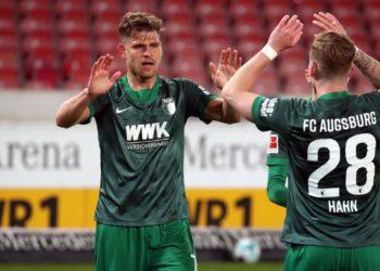 Florian Niederlechner und Andre Hahn vom FC Augsburg