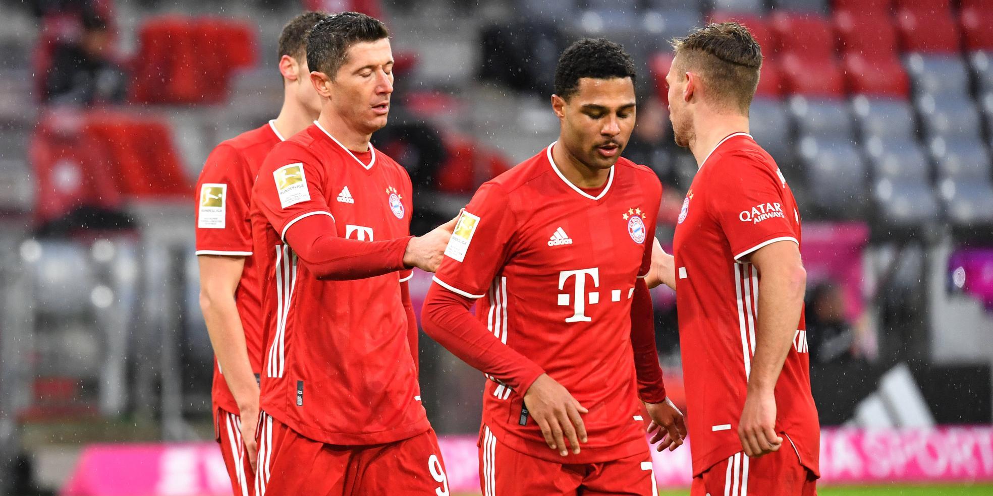 Robert Lewandowski, Serge Gnabry und Joshua Kimmich vom FC Bayern droht eine Gelbsperre