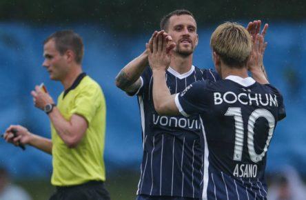 Simon Zoller und Takuma Asano vom VfL Bochum