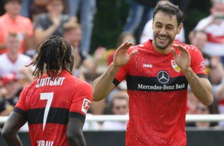 Hamadi Al Ghaddioui und Tanguy Coulibaly vom VfB Stuttgart