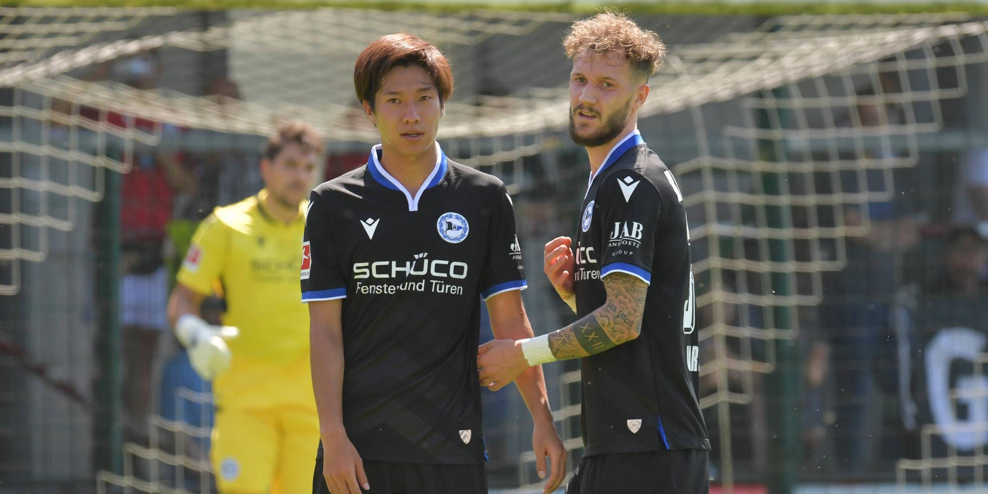 Masaya Okugawa und Marcel Hartel von Arminia Bielefeld