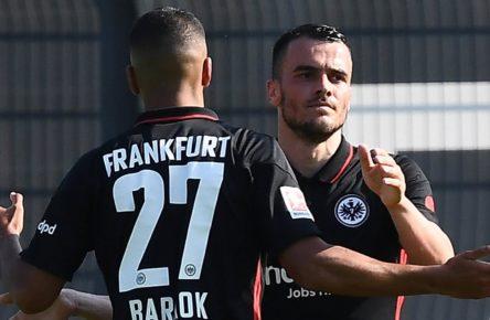 Aymen Barkok und Filip Kostic von Eintracht Frankfurt